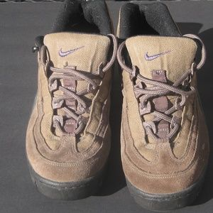 NIKE ACG Low Cut Hiking/Trail Walking Shoes-Size 9